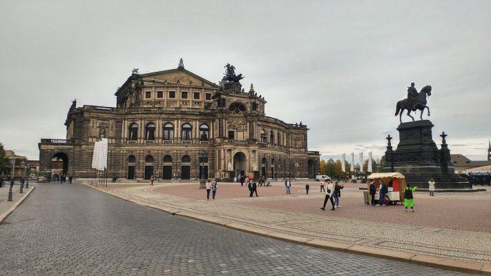 Nhà hát Theaterplatz