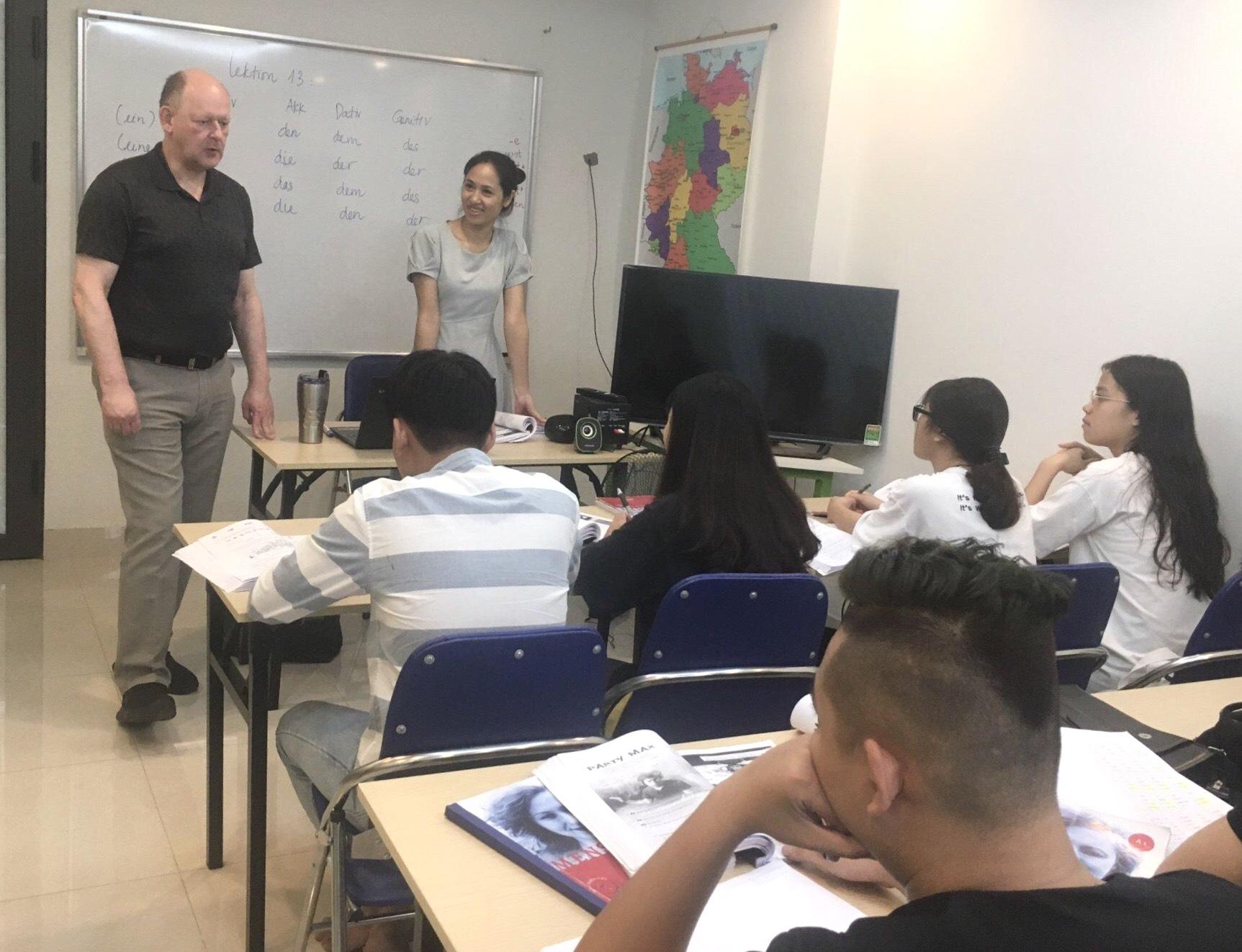 Đối tác Đức sang thăm và giao lưu với học sinh tại lớp học