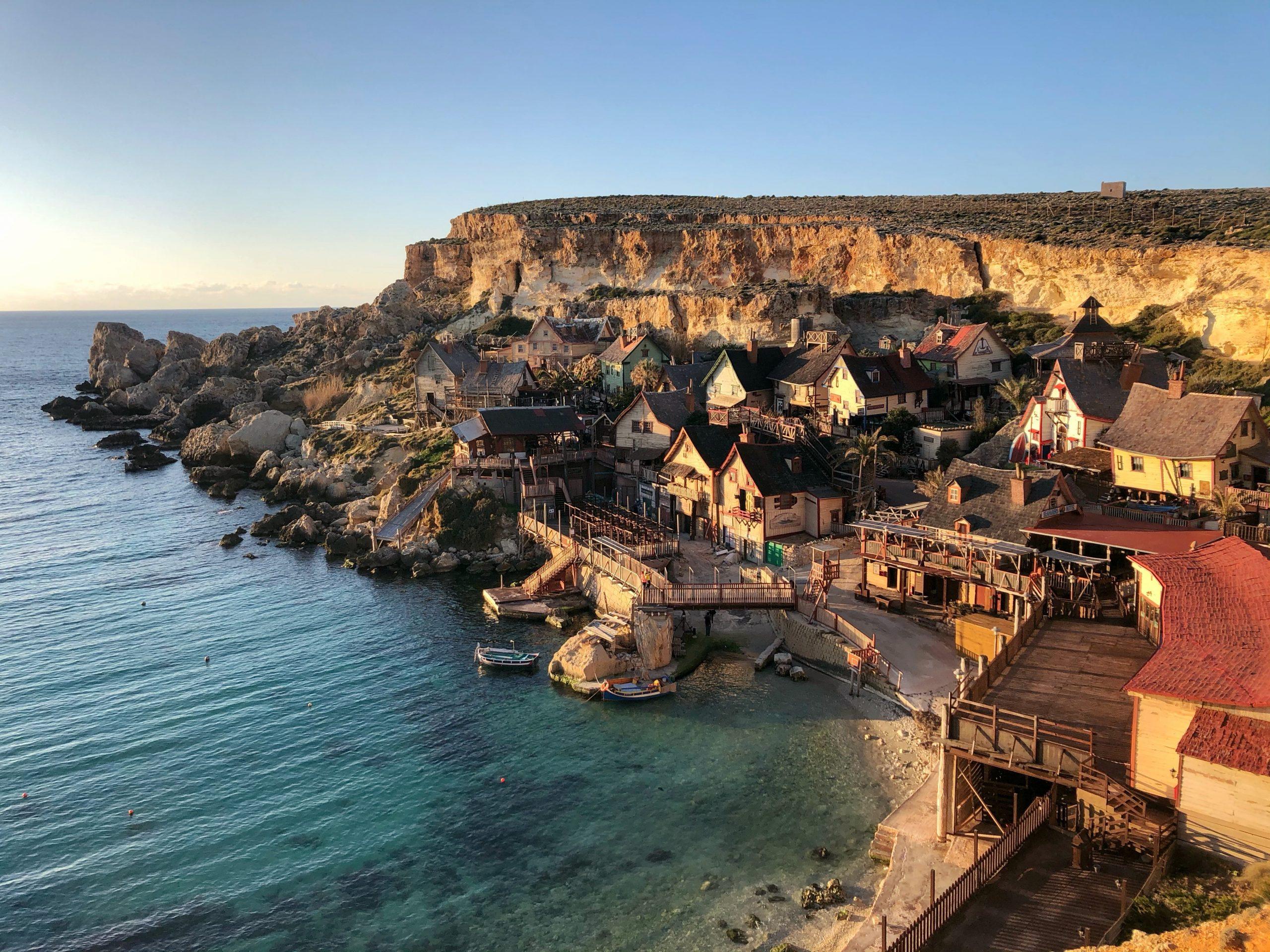Tại sao mọi người đổ xô đến Malta để định cư ?